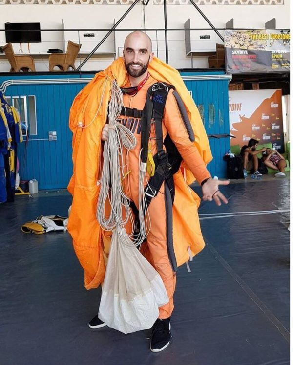 Famous Magician Becomes Licensed Skydiver at Skydive Algarve